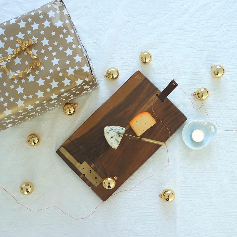 kerstcadeau_voor_ouders_kaasplank_met_kaasmessen