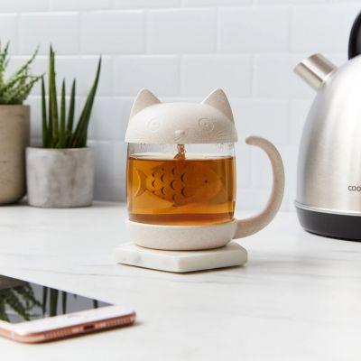 Katten mok met vis thee-ei