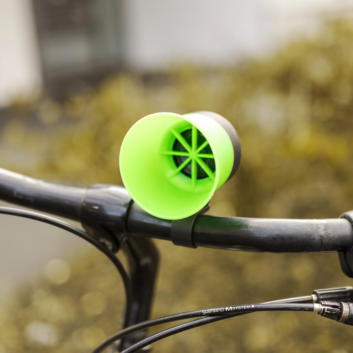 - Hoorntoeter voor de fiets(Titellied van The Good, the Bad and the Ugly )
