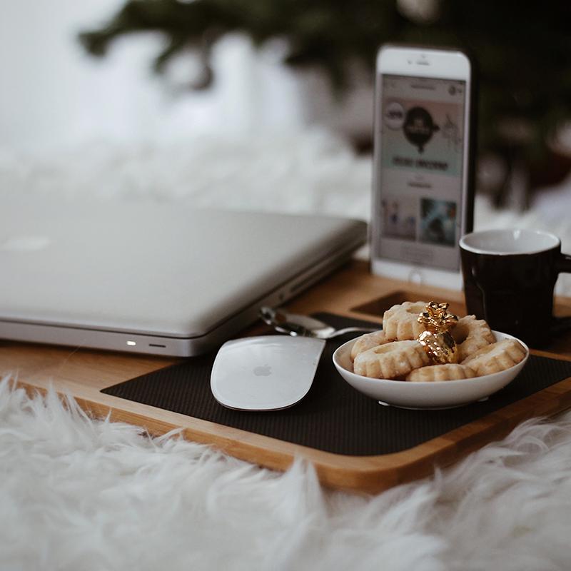 kerstcadeau_voor_ouders_laptop_onderzetter_van_hout