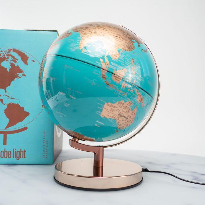 Verlichte metalen wereldbol