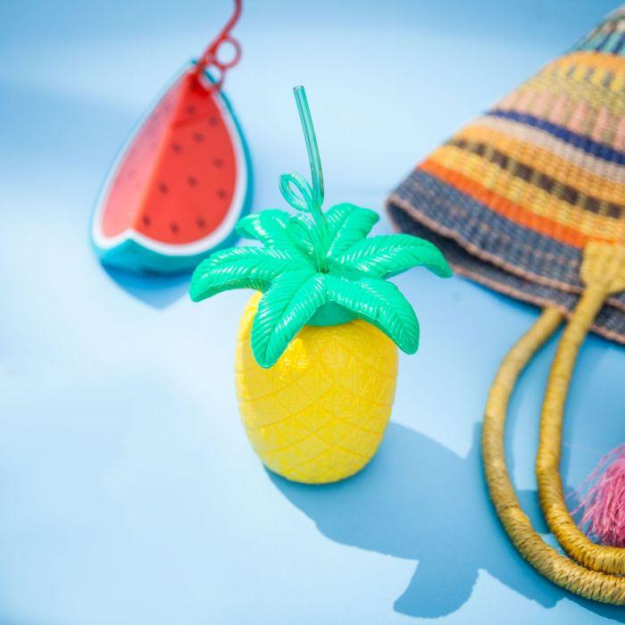 Fruitige beker met rietje