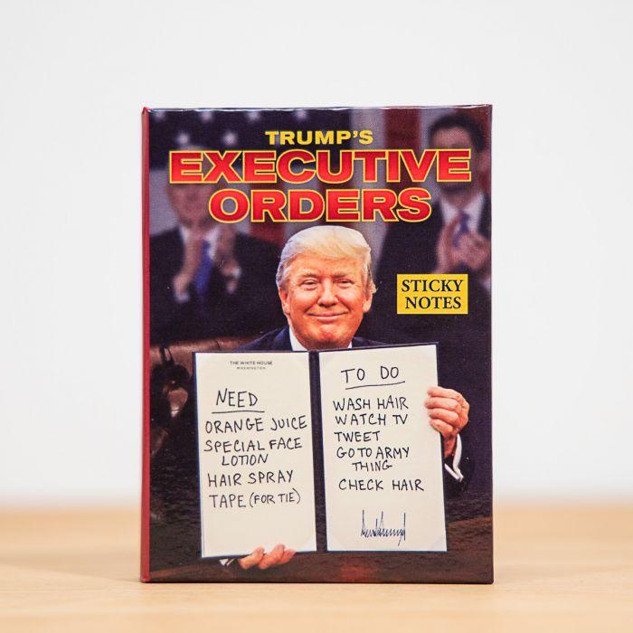 Notitieblokje met orders van de president