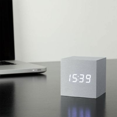 Verjaardagscadeau voor 50 - Cube Click Clock