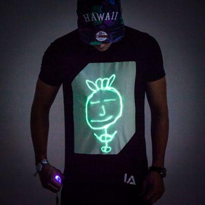 Cadeau voor vriend - Interactief Glow T-shirt
