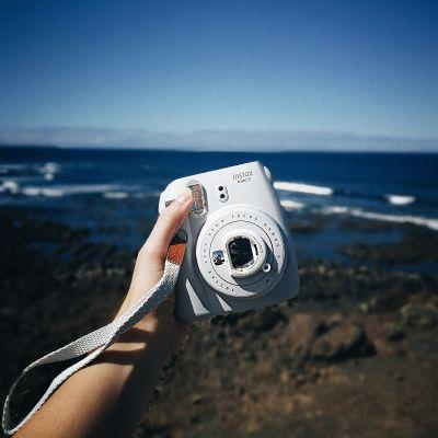 Reis gadgets  - Fuji Instax Mini 9 instant camera