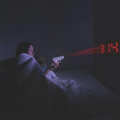 Sinterklaas cadeau - Pistolen projectie wekker