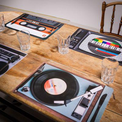 Cadeau voor hem - Retro tafelset - 4-delig