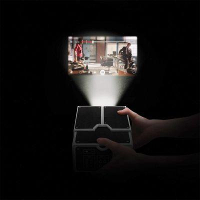 Retro kamer - Smartphone projector van karton
