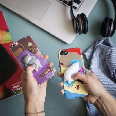 Gadgets & Techniek - iPhone hoes met diertje om in te knijpen