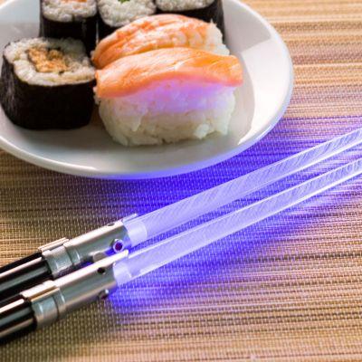 Verjaardagscadeau voor 50 - Star Wars lichtzwaarden eetstokjes