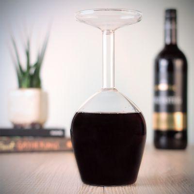 Romantisch cadeau - Het verkeerde wijnglas