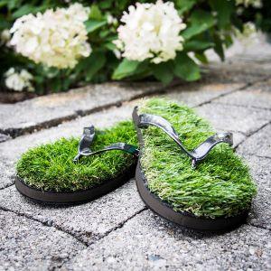 Slippers van gras