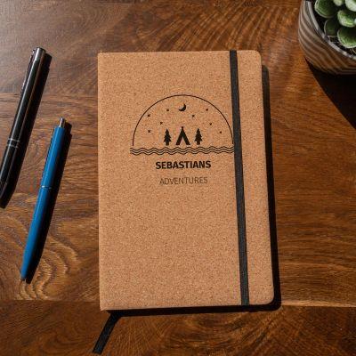 Back to school cadeaus - Personaliseerbaar kurken notitieboek – Avontuur