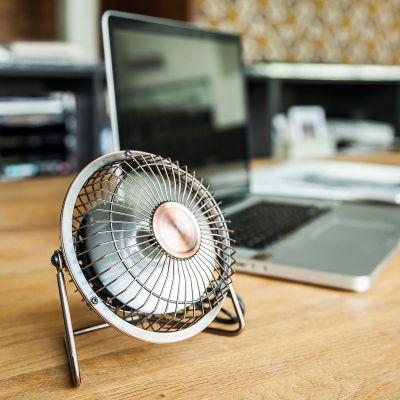 Plezier op kantoor - USB bureauventilator in brons