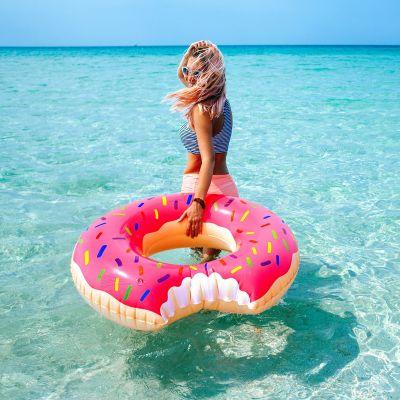 Reis gadgets - Reuzen donut zwemband
