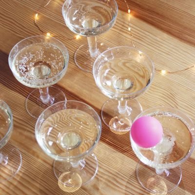 Party Games - Prosecco Pong spel