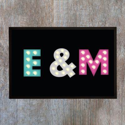 Decoratie - Personaliseerbare deurmat met gekleurde initialen
