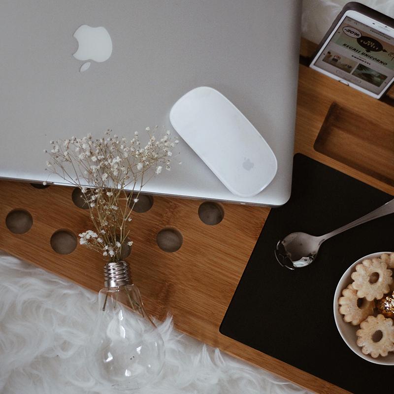 cadeau-voor-vriendin-laptop-onderzetter-van-hout